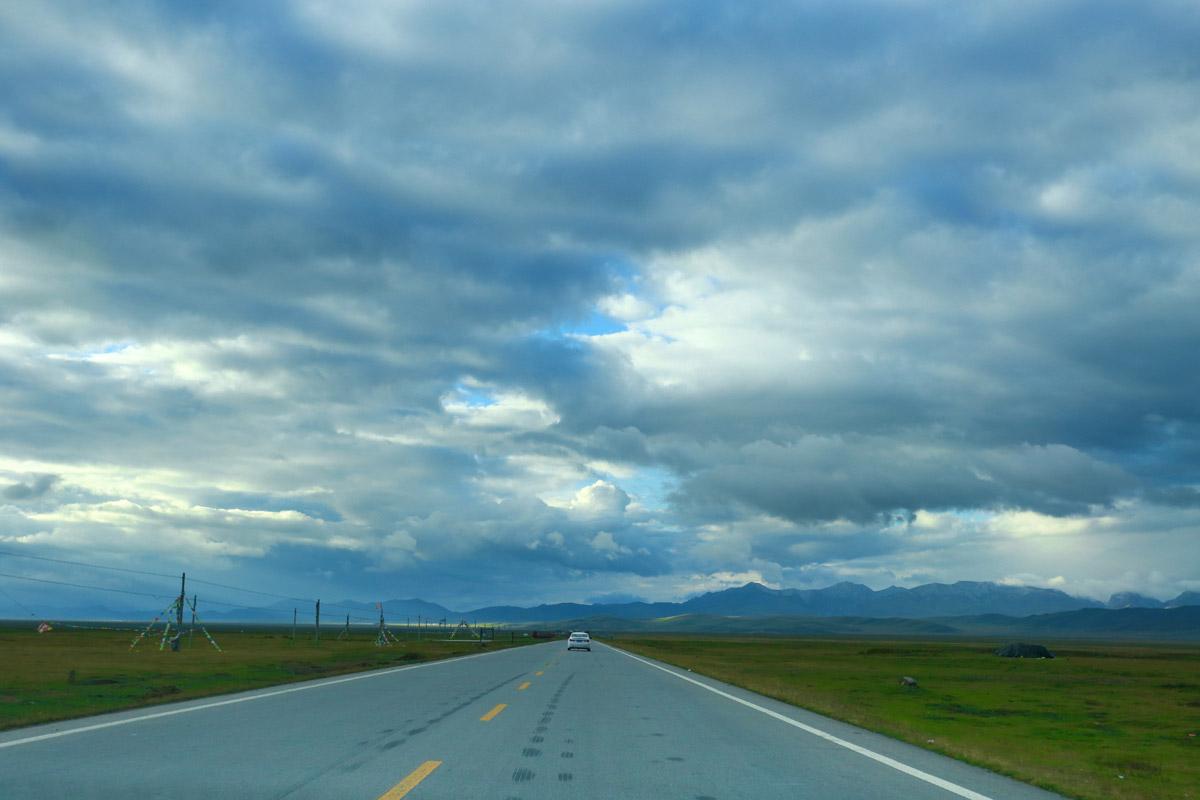 郎川公路是郎木寺到川主寺这段的公路,号称中国的66号公路,风景奇美,变幻莫测。