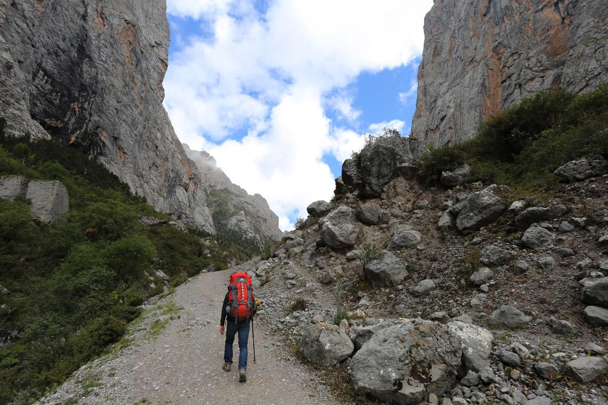 尼哥达瓦垭口附近,海拔3860米
