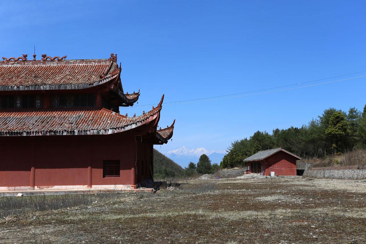 寺庙和雪山